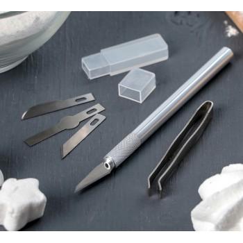 Набор инструментов для украшения кондитерских изделий: держатель, 4 насадки, щипцы 3608840